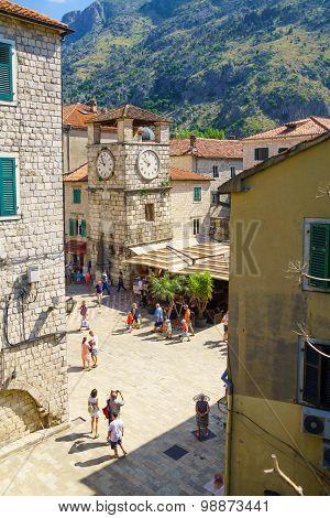 Arms Square, Kotor