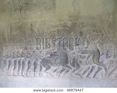 Photo the bas-relief of soldiers on horseback with the walls of the temple at Ankor Wat