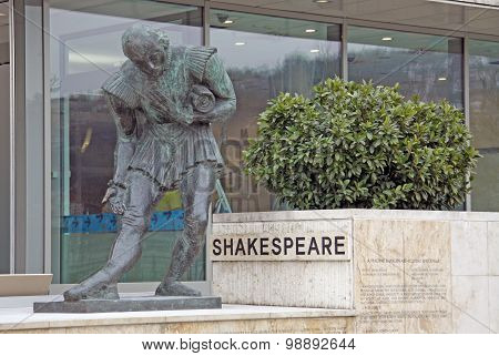 Shakespeare Monument Near Budapest Marriott Hotel