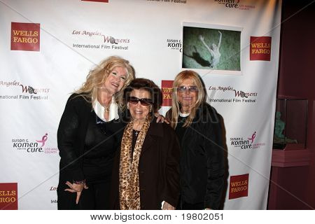 LOS ANGELES - MAR 26:  Connie Stevens, Nancy Sinatra Sr., & Nancy Sinatra arriving at the