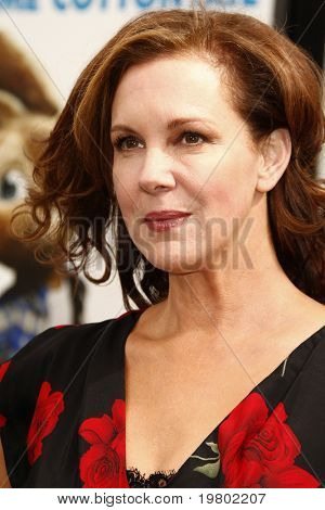 LOS ANGELES - MAR 27:  Elizabeth Perkins arriving at the