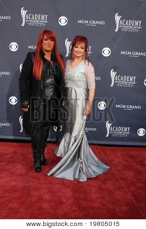 LAS VEGAS - APR 3:  Wynonna Judd, Naomi Judd arrive at the Academy of Country Music Awards 2011 at MGM Grand Garden Arena on April 3, 2010 in Las Vegas, NV.