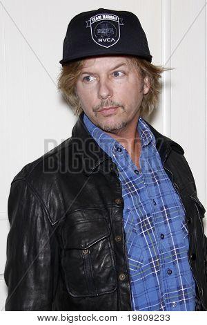 """LOS ANGELES - 13 de abr: David Spade chegar a Kimberly Snyder livro partido de """"o beleza Detox"""
