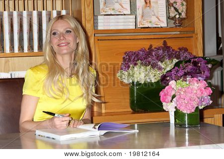 LOS ANGELES- APR 21: Gwyneth Paltrow at event for her book