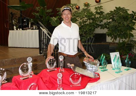 LOS ANGELES - APR 18: Jack Wagner with Awards to be given  at the 2011 Jack Wagner Golf Classic to benefit The Leukemia & Lymphoma Society at Valencia Country Club on April 18, 2011 in Valencia , CA..