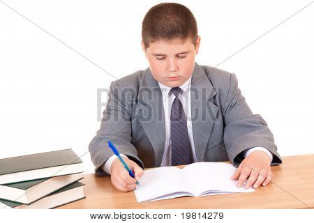 Kinder, die Hausaufgaben machen