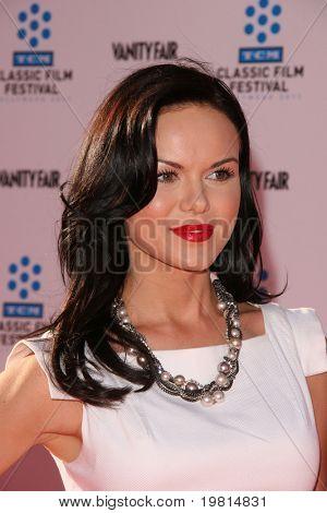 LOS ANGELES - 27 de abr: Anya Monzikova chegar a TCM Classic Film Festival e estreia mundial
