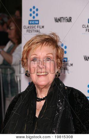 """LOS ANGELES - 27 de abr: Marni Nixon chegando ao TCM Classic Film Festival & mundo Premiere de """"A"""