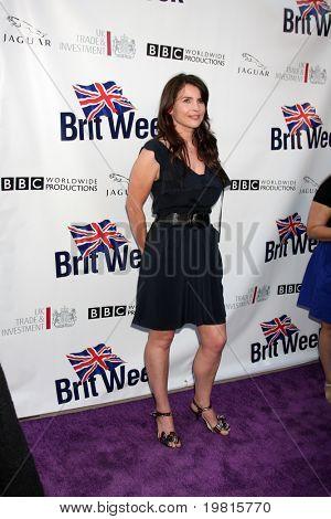 LOS ANGELES - 26 de Abr: Julia Ormond al llegar a la Quinta anual BritWeek fiesta de lanzamiento en Contras británico