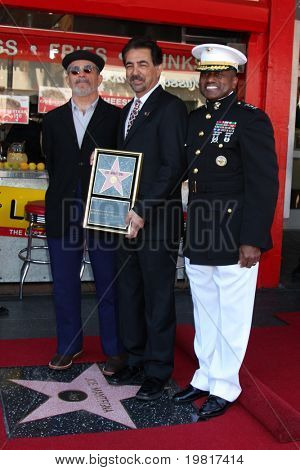 LOS ANGELES - APR 29: David Mamet, Joe Mantegna and  Lt. General Willie Williams attend the Hollywood Walk of Fame Ceremony for Joe Mantegna on Hollywood Blvd on April 29, 2011 in Los Angeles, CA