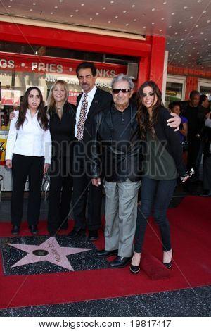 LOS ANGELES - APR 29:  Mia Mantegna, Arlene Mantegna, Joe Mantegna, Will Mantegna, Gia Mantegna attend the Hollywood Walf of Fame Star Ceremony for Joe Mantegna on April 29, 2011 in Los Angeles, CA
