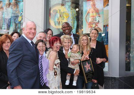 LOS ANGELES - 6 de maio: Jane Morgan Weintraub, Jerry Weintraub, a família do Wa Jane Morgan Weintraub