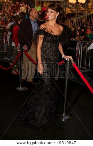 LOS ANGELES - MAY 7:  Pene?lope Cruz arriving at the
