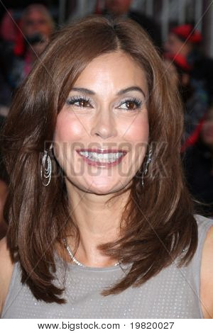 LOS ANGELES - MAY 7:  Teri Hatcher arriving at the