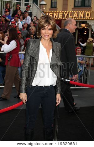 LOS ANGELES - MAY 7: Lisa Rinna arriving at the