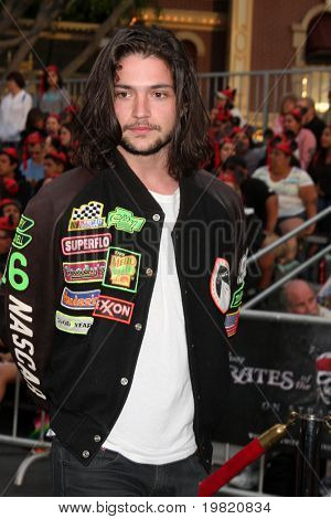 LOS ANGELES - MAY 7:  Thomas McDonell arriving at the