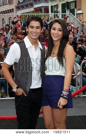 LOS ANGELES - MAY 7:  BooBoo Stewart, Fivel Stewart arriving at the