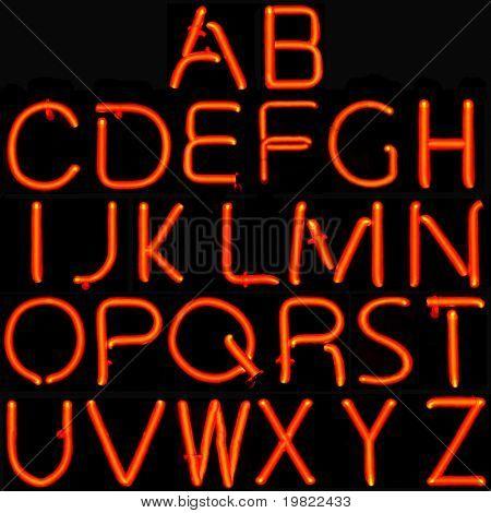 26 roten Großbuchstaben des lateinischen Alphabets.