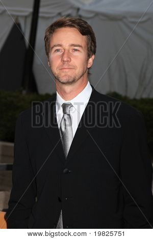 NEW YORK - SEPTEMBER 21: Actor Edward Norton attends the Metropolitan Opera season opening  at the Lincoln Center for the Performing Arts on September 21, 2009 in New York City.