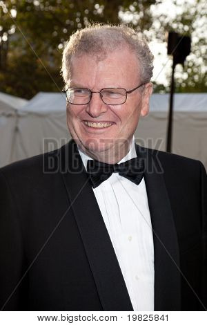NEW YORK - SEPTEMBER 21: Sir Howard Stringer attends the Metropolitan Opera season opening with a performance of 'Tosca' at the Lincoln Center  on September 21, 2009 in New York City.