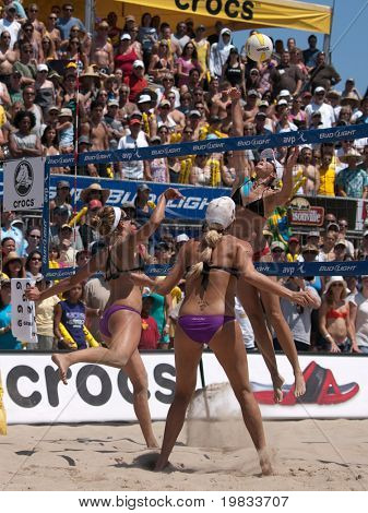 HERMOSA BEACH, CA. - AUGUST 8: Jen Kessy (MID) and April Ross (L) vs. Nicole Branagh and Elaine Youngs (R) for the womens final of the AVP Hermosa Beach Open. August 8, 2009 in Hermosa Beach.