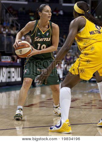 LOS ANGELES, CA.-el 16 de septiembre: Sue Bird en acción durante el juego de playoff de la WNBA de chispas vs S