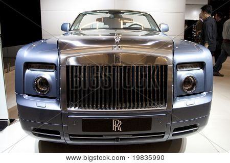 LOS ANGELES, CA. - DECEMBER 3: Rolls Royce Phantom Drophead Coupe on display at the 2009 Los Angeles Auto Show at L.A. Convention Center on December 3, 2009 in Los Angeles