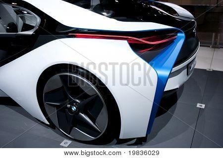 LOS ANGELES, CA. - 3 de diciembre: la parte trasera del BMW Vision eficiente dinámica concepto en pantalla en t