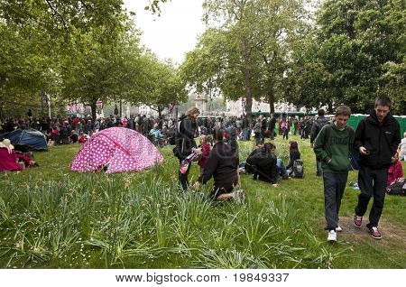 LONDON, UK - APRIL 29: A pink tent and the crowd near Buckingham Palace during Prince William and Kate Middleton wedding, April 29, 2011 in London, United Kingdom