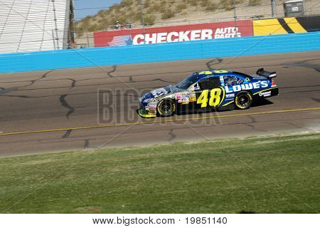 AVONDALE, AZ - NOV 8: Jimmie Johnson (48) competes in the NASCAR Sprint Cup Series at the Phoenix International Raceway on November 8, 2008 in Avondale, Arizona.