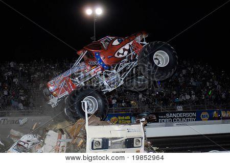 CHANDLER, AZ - 25 de abril: O caminhão de monstro