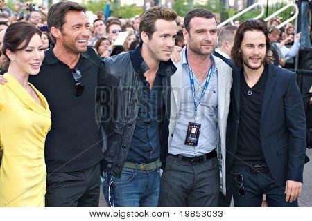 TEMPE, AZ - APRIL 27: Actors Lynn Collins, Hugh Jackman, Ryan Reynolds Liev Schreiber and Taylor Kitsch appears at the premiere of X-Men Origins: Wolverine on April 27, 2009 in Tempe, AZ.