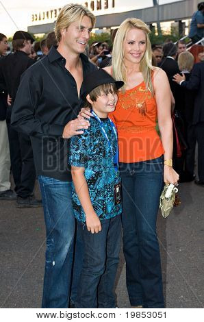 TEMPE, AZ - APRIL 27: Baywatch star Gena Lee Nolan appears with her husband, NHL hockey player Cale Hulse, and son Spencer at the premiere of X-Men Origins: Wolverine on April 27, 2009 in Tempe, AZ.