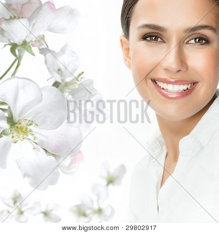 Portrait of attraktiv caucasian smiling Woman isolated on white Studioaufnahme Blick in die Kamera