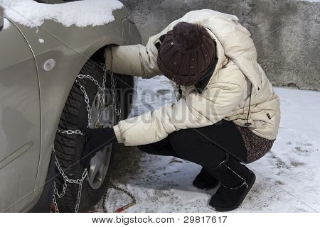 Fixing tyre chains