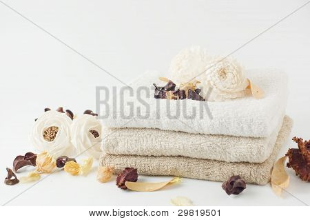Potpourri and stacked towels.