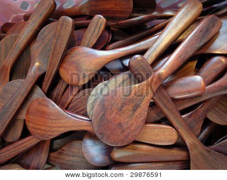 many woodenn spoons