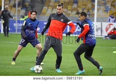 Fc Paris Saint-germain Players Fight For The Ball During Training Session