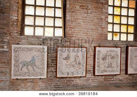 Fragmentos de mosaicos bizantinos en iglesia de Ravena
