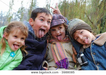 Freunde Zungen heraus