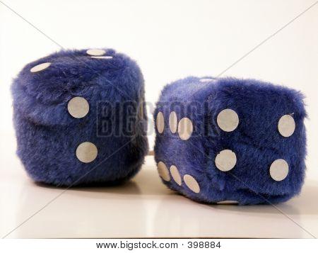 blau fuzzy dice