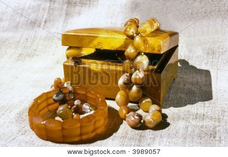 Nutwood Casket And Amber Adornment