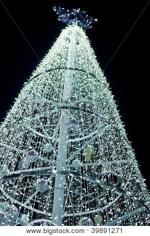 Iluminación en el árbol de Navidad