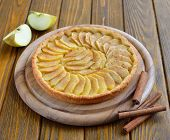 Tart with apples