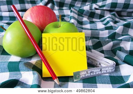 apples pencil and note pad