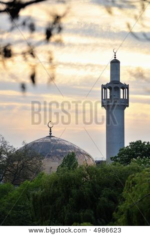 London Central Mosque (regents Park Mosque) England, Uk, At Sunset