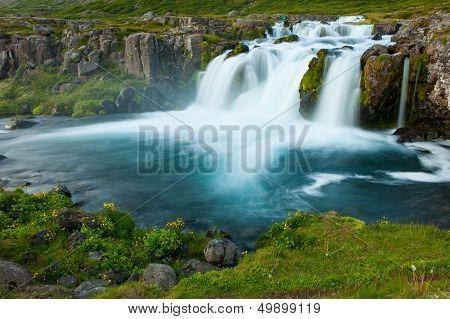 Dynjandi es la cascada más famosa de los fiordos del oeste y una de las más bellas cascadas