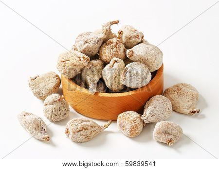 dried figs breaded with sugar, served in a wooden bowl
