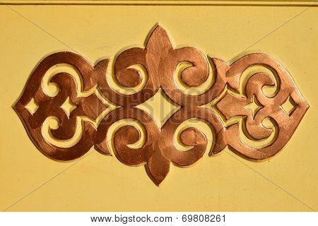 An oriental pattern in bronze colour