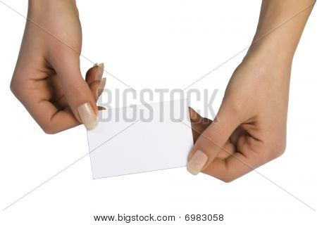 Dos manos manteniendo una tarjeta en blanco